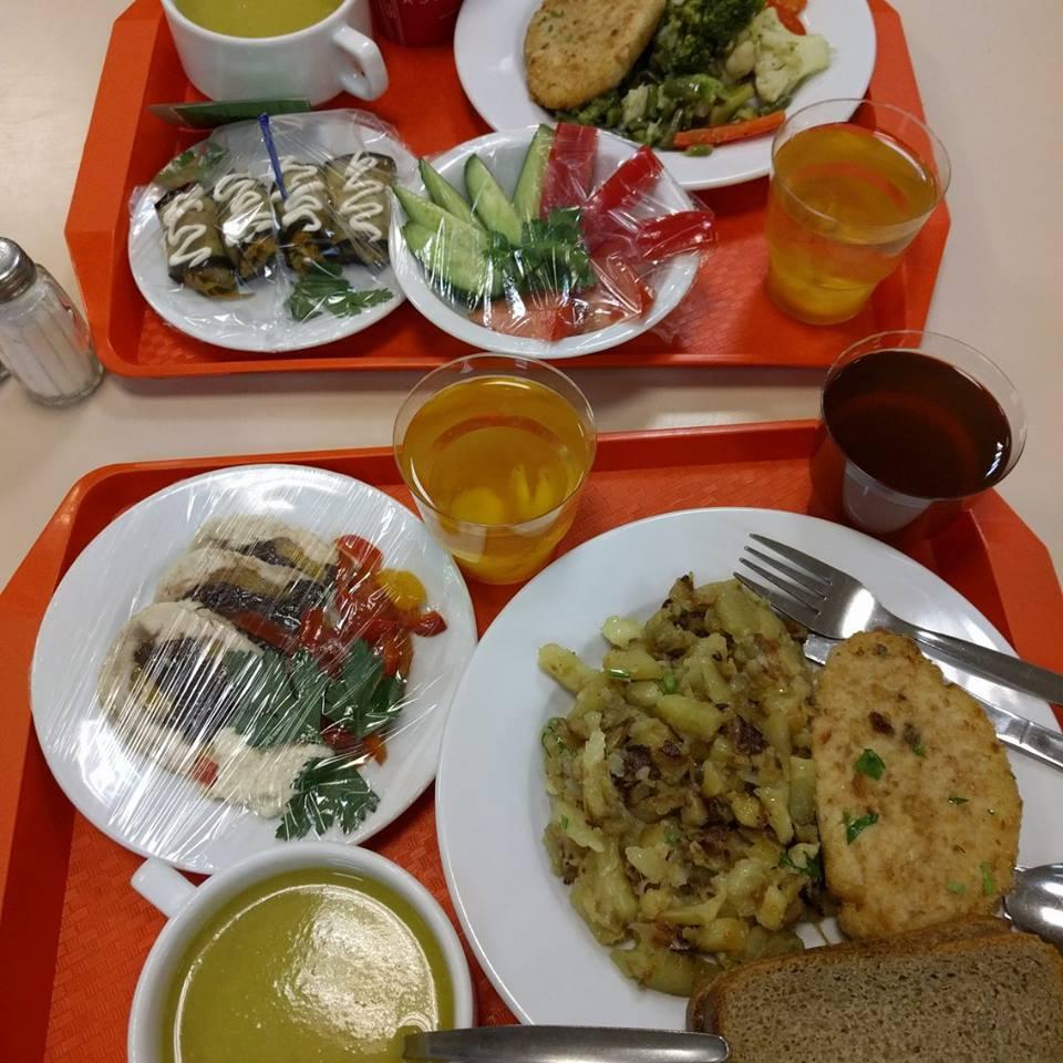 Как питаться дешево в аэропорту Шереметьево. Как дешево покушать., пообедать.