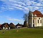 Паломническая церковь Визкирхе (Wieskirche) в деревне Вис — церковь на лугу. Юг Баварии. Германия