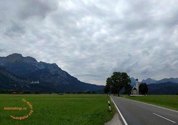 Нойшванштайн замок самостоятельно на машине из Мюнхена. Фото с дороги. Окрестности деревниХоэншвангау (Бавария)