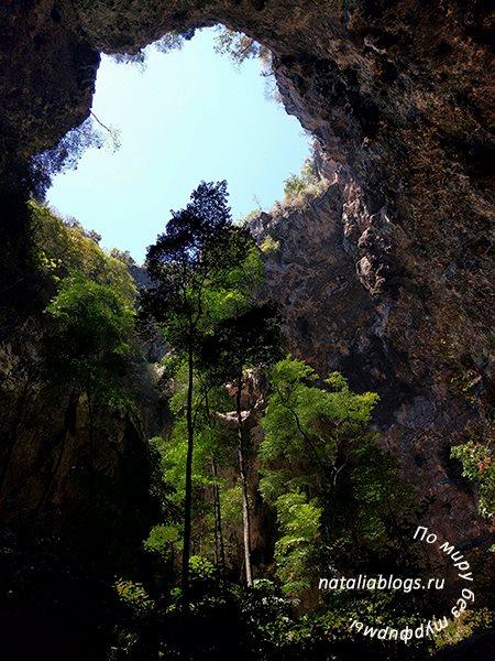 Таиланд. Достопримечательности. Видео из Praya Nakhon Cave. Провинция Прачуапкхирикхан