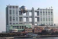 Телецентр Fuji TV в Токио со смотровой площадкой